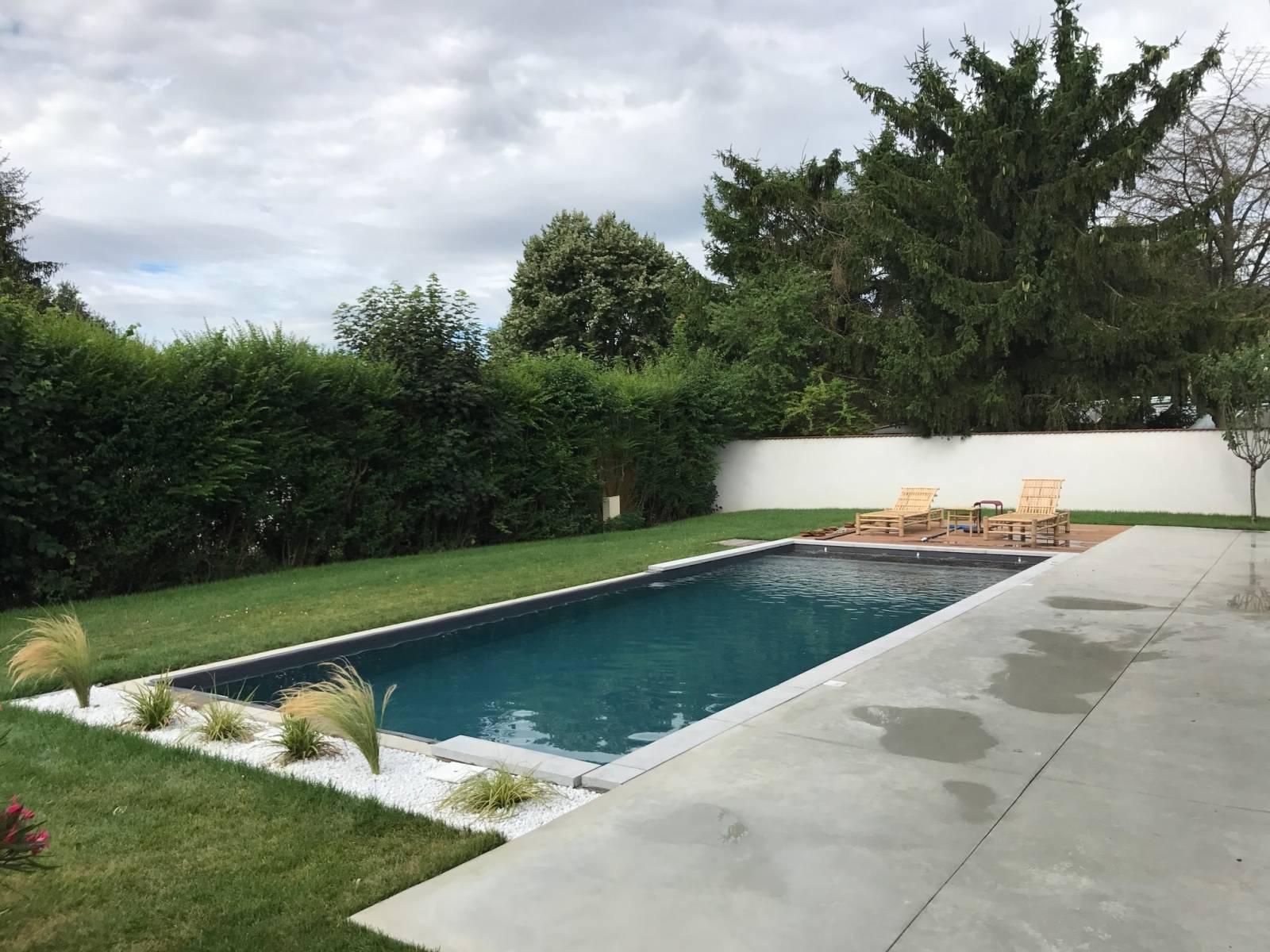 Piscine En Pierre Hors Sol création d'une piscine avec enrochement en pierre à vienne